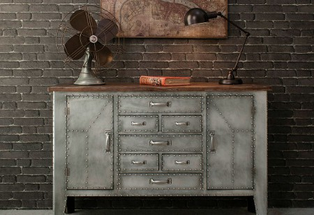 <b> Get the look: </b> Create a bare but beautiful interior with some industrial elements