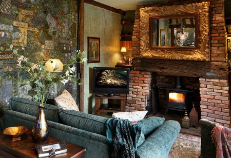 <b> House Tour: </b> East meets&#8230; rural Suffolk in this cosy, luxury and unusually decorated holiday let