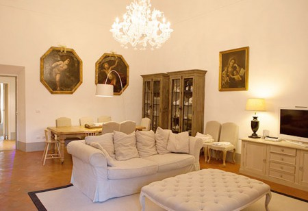 <b> House tours: </b> Be inspired by the easy elegance of an apartment in the heart of historic Florence