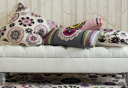 <b> Easy home updates: </b> Create an exotic corner in your home with cushions from Niki Jones