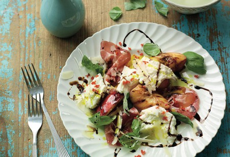 <b> Food to enjoy in the fresh air: </b> Grilled nectarines with buffalo mozzarella, salami and chilli