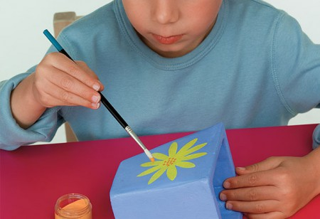 <b> Children's weekend activity: </b> How to paint a plant pot